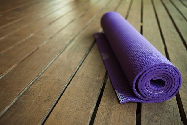yoga mat_130781543