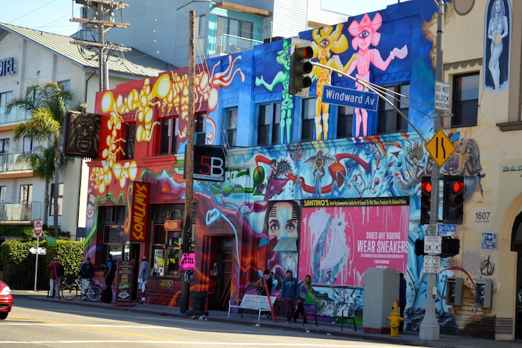 Colourful buildings and grafitti in Venice beach