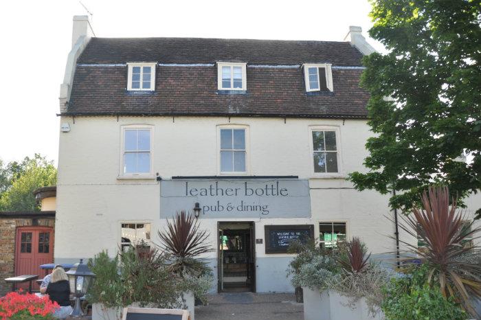 The Leather Bottle, Earlsfield