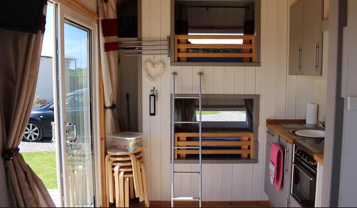 Shepherd Hut - Bunk beds and kitchen