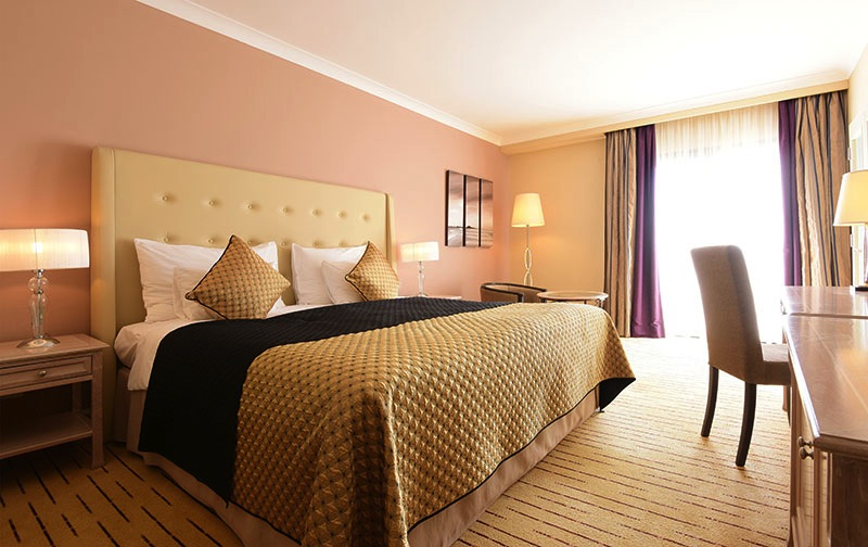How to save money when booking hotels
