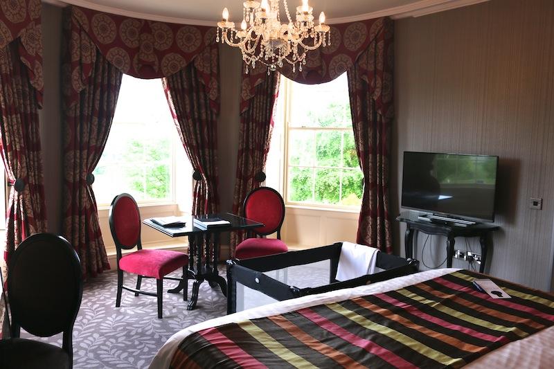 Roe Park Resort bedroom