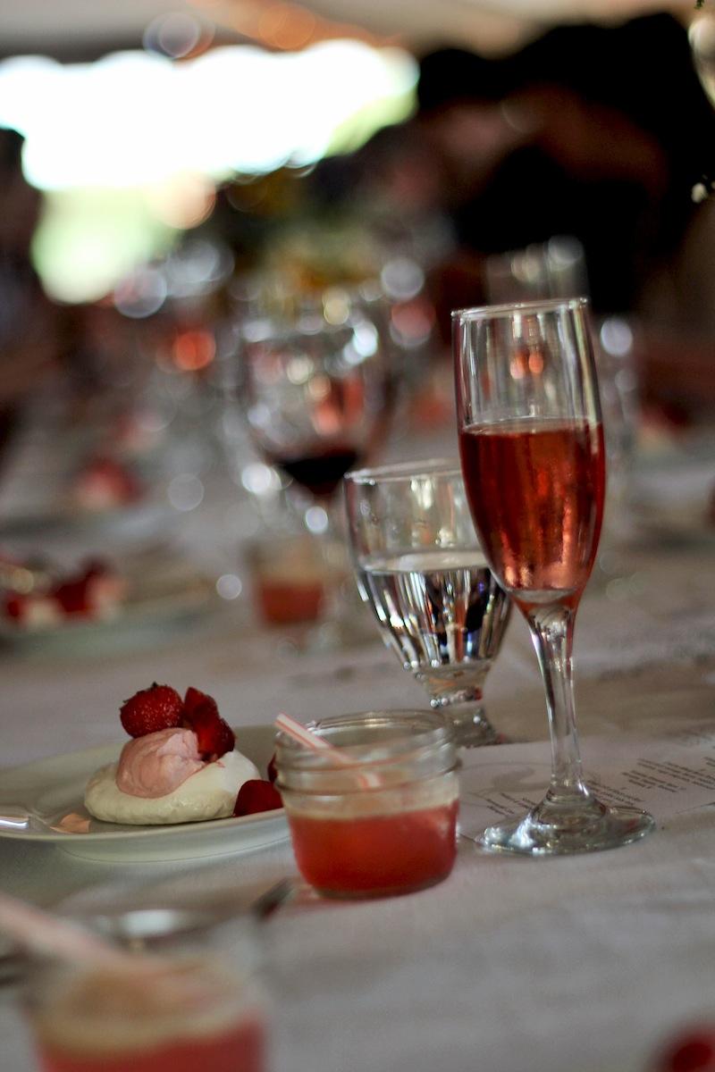 berry-pavlova-dessert