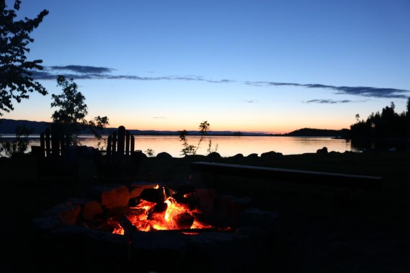 campfire-at-sunset-at-flathead-lake-lodge