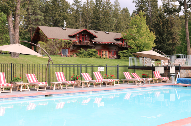 swimming-pool-at-flathead-lake-lodge