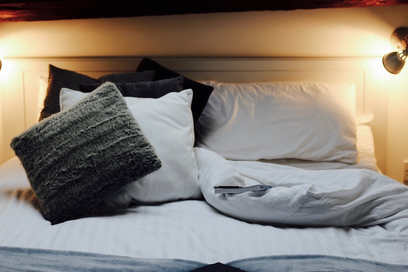 how-to-make-your-home-feel-like-a-luxury-hotel-bedding