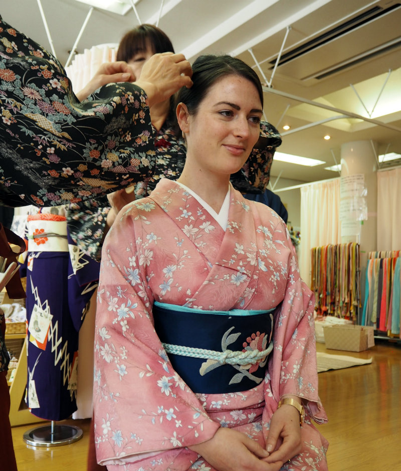 Learning How to Wear a Kimono in Japan