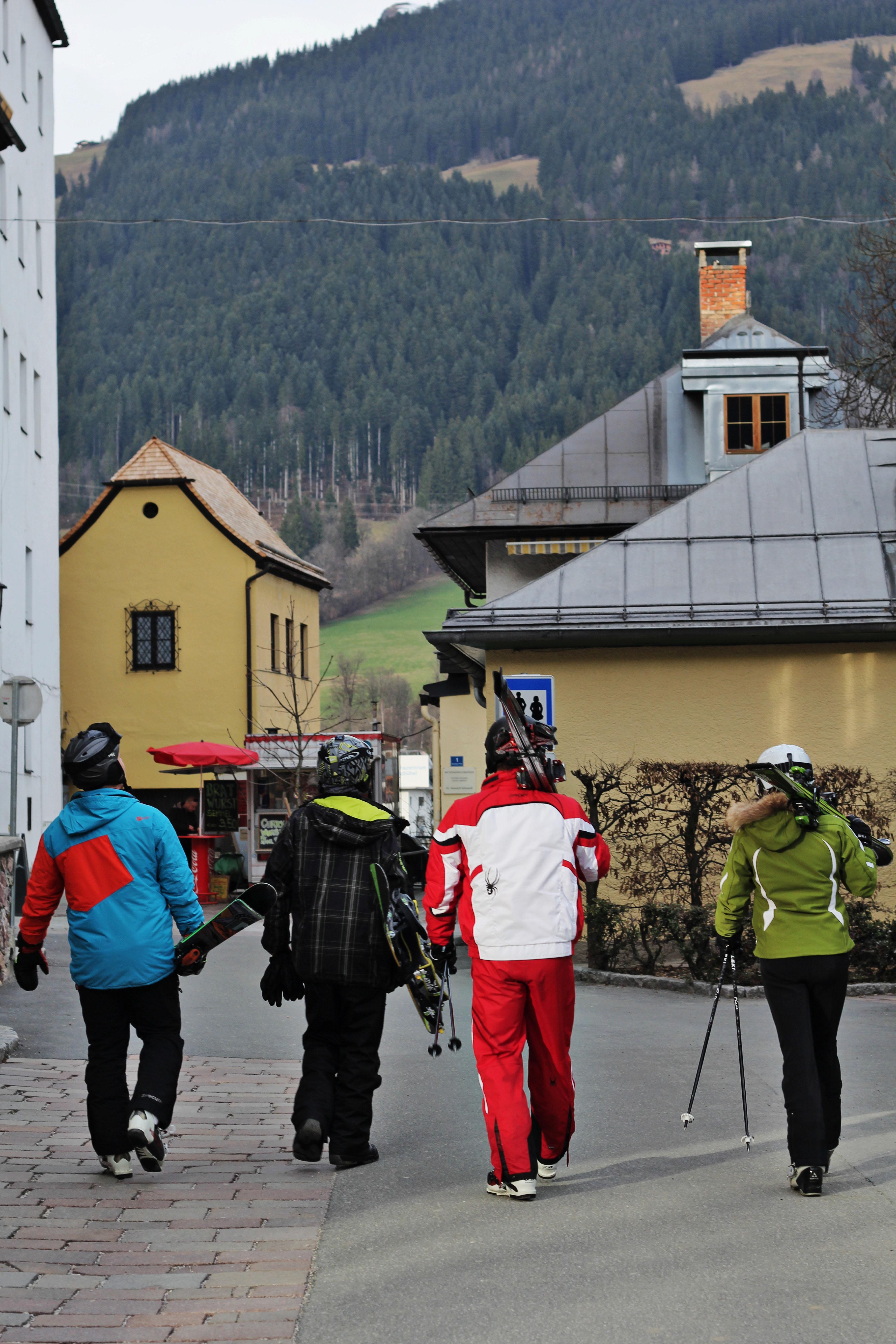 skiers kitzbuhel
