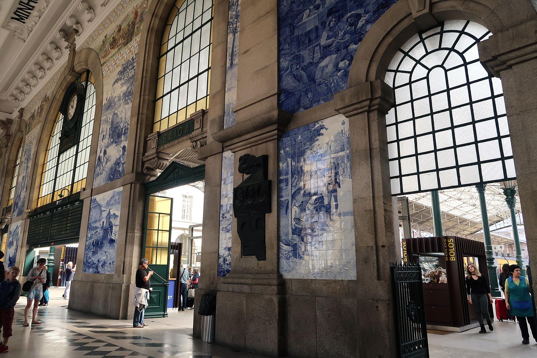 inside Porto Railway station