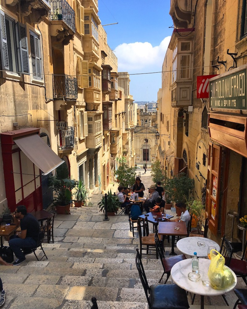 Outdoor restaurants in Malta