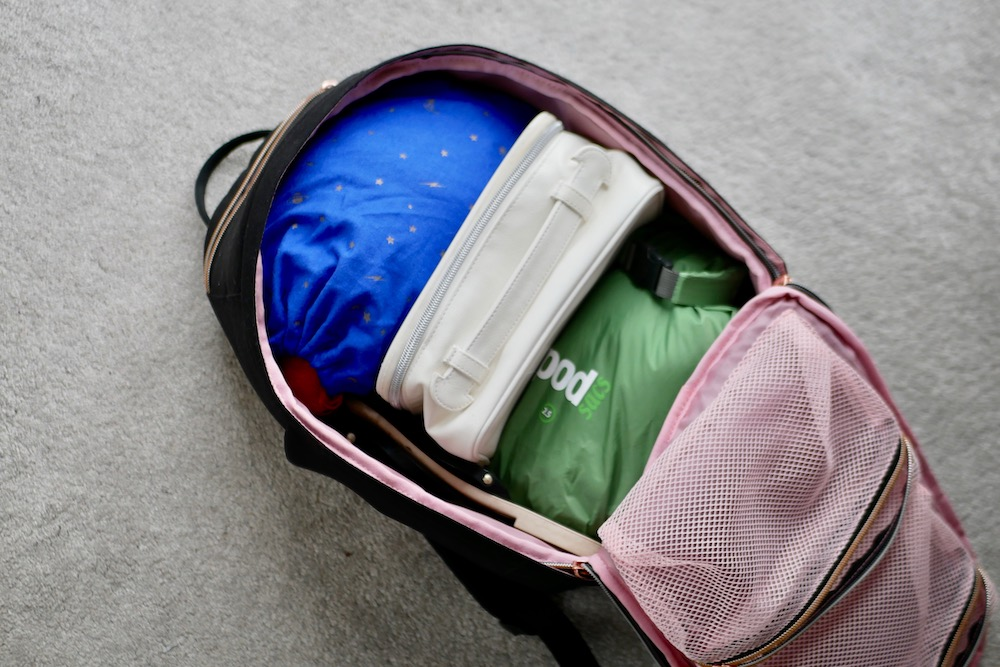 Using packing cubes to travel light